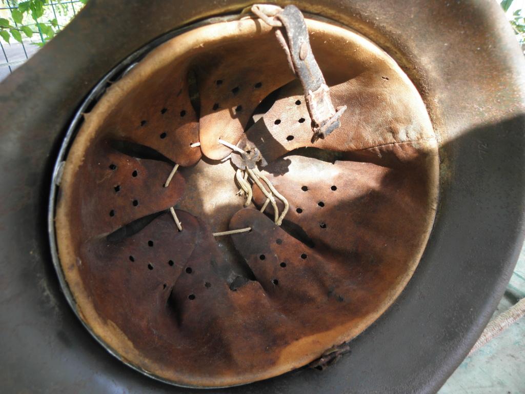 casque allemand ww2 direct du grenier dans le finistère nord P8110017
