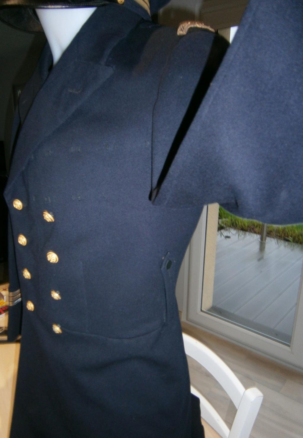 demande de renseignements concernant une rentrée d'uniforme de la marine Pc120012