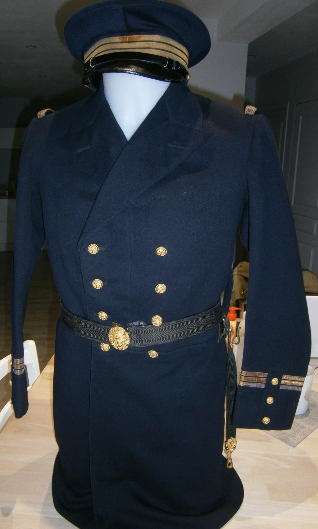 demande de renseignements concernant une rentrée d'uniforme de la marine Pc120013