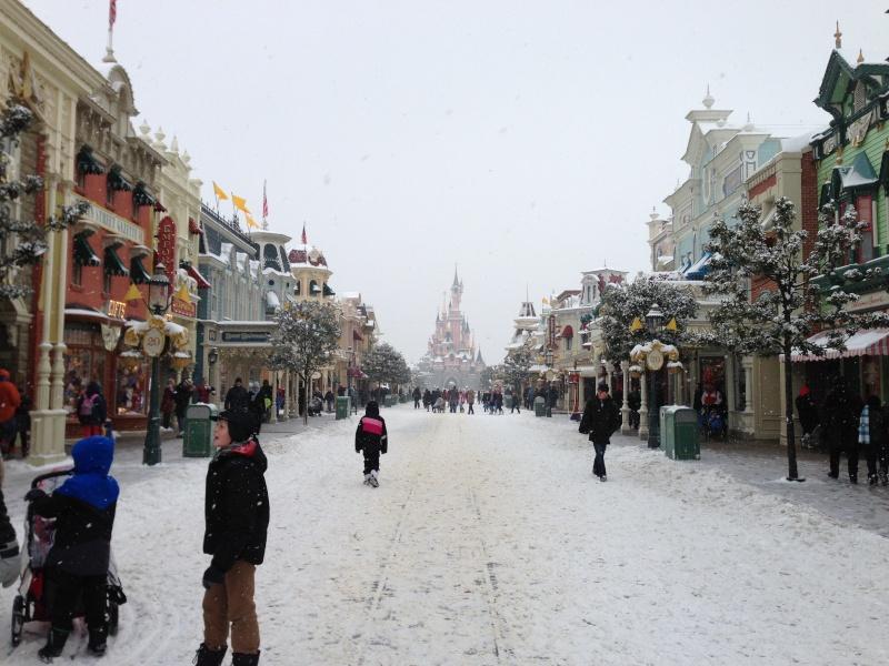 Disney et le mauvais temps (orage, pluie, neige, grêle...) - Page 22 Photo_35