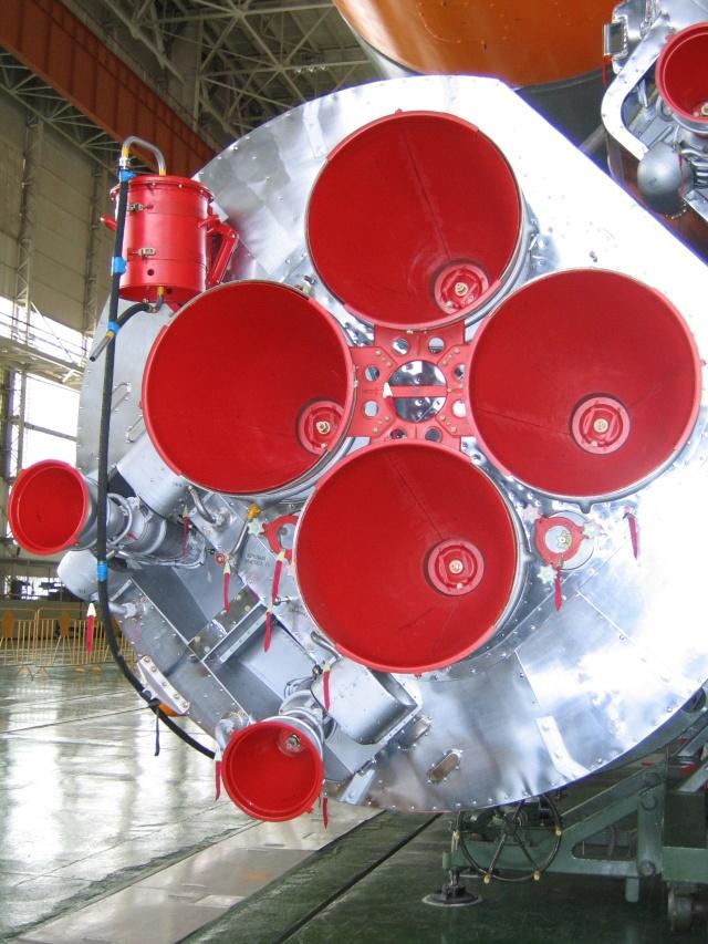 Pourquoi les tuyères de la R7 sont-elles rouge? Img_1311