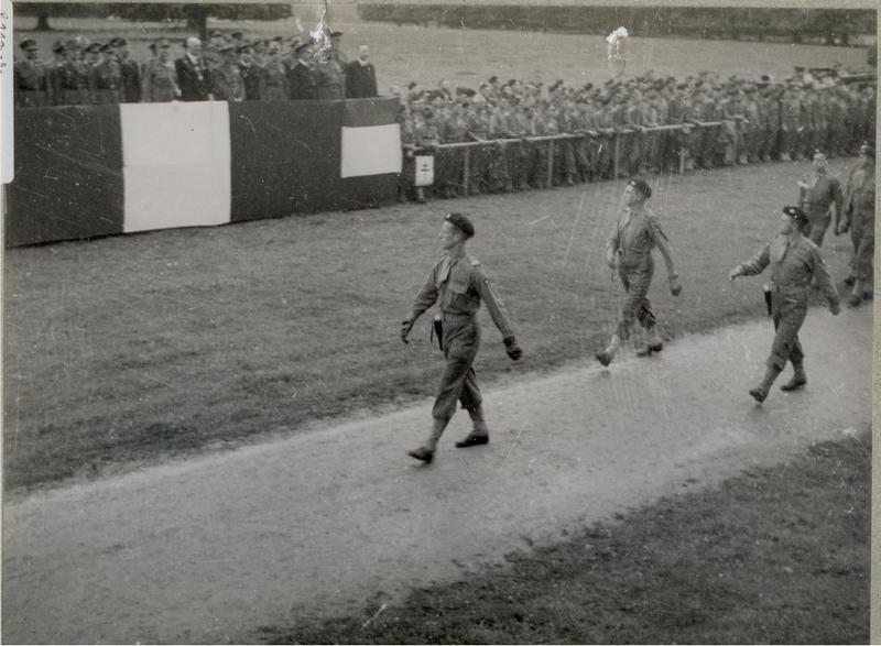 Insigne 2e DB : 1944 - Page 2 Dh110
