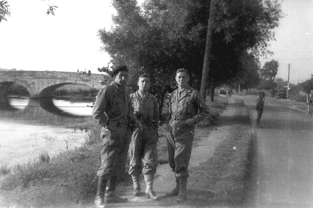 Insigne 2e DB : 1944 - Page 2 Gb44_010
