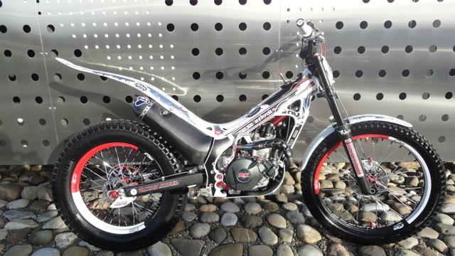 Superbe 4RT 300cc à vendre Dsc06018