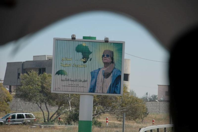 Propagande & culte de la personnalité Khadaf10