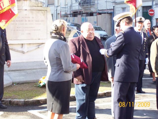 Commemoration 8 novembre 2009 à SAUMUR Remise11