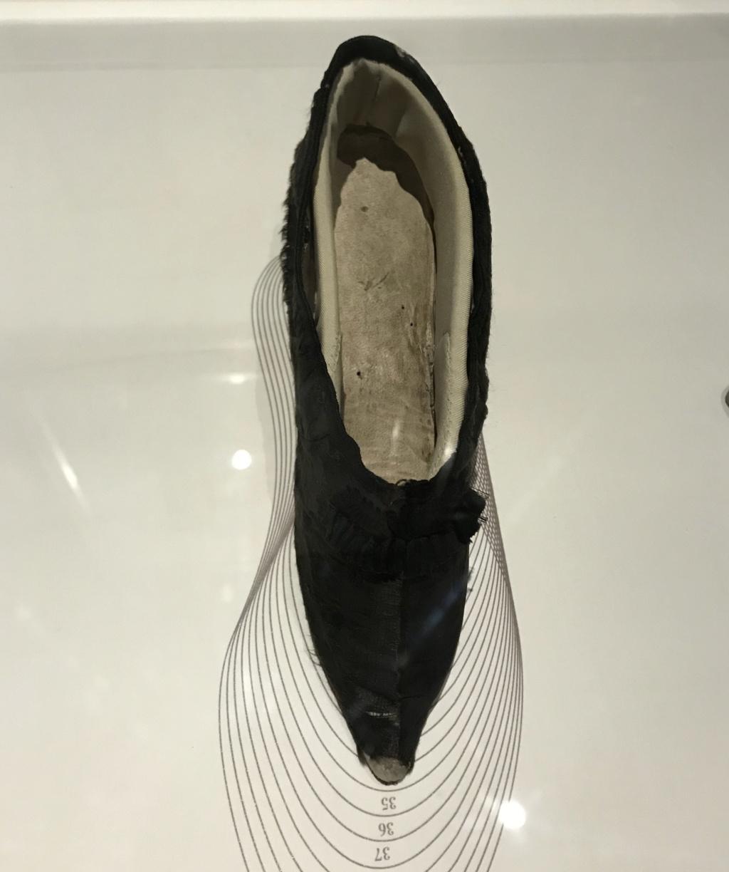MAD : Expo Marche et démarche, une histoire de la chaussure 06982410