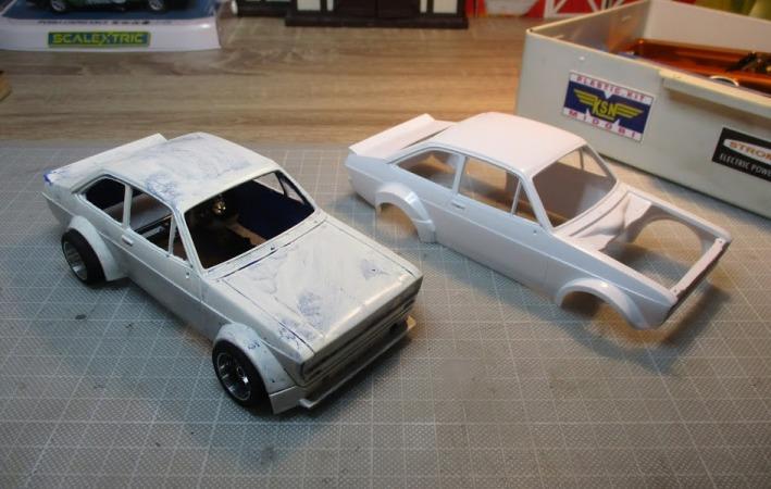 Les voitures jamais tout à fait terminées de chez Loulou..... - Page 6 Ford_e23