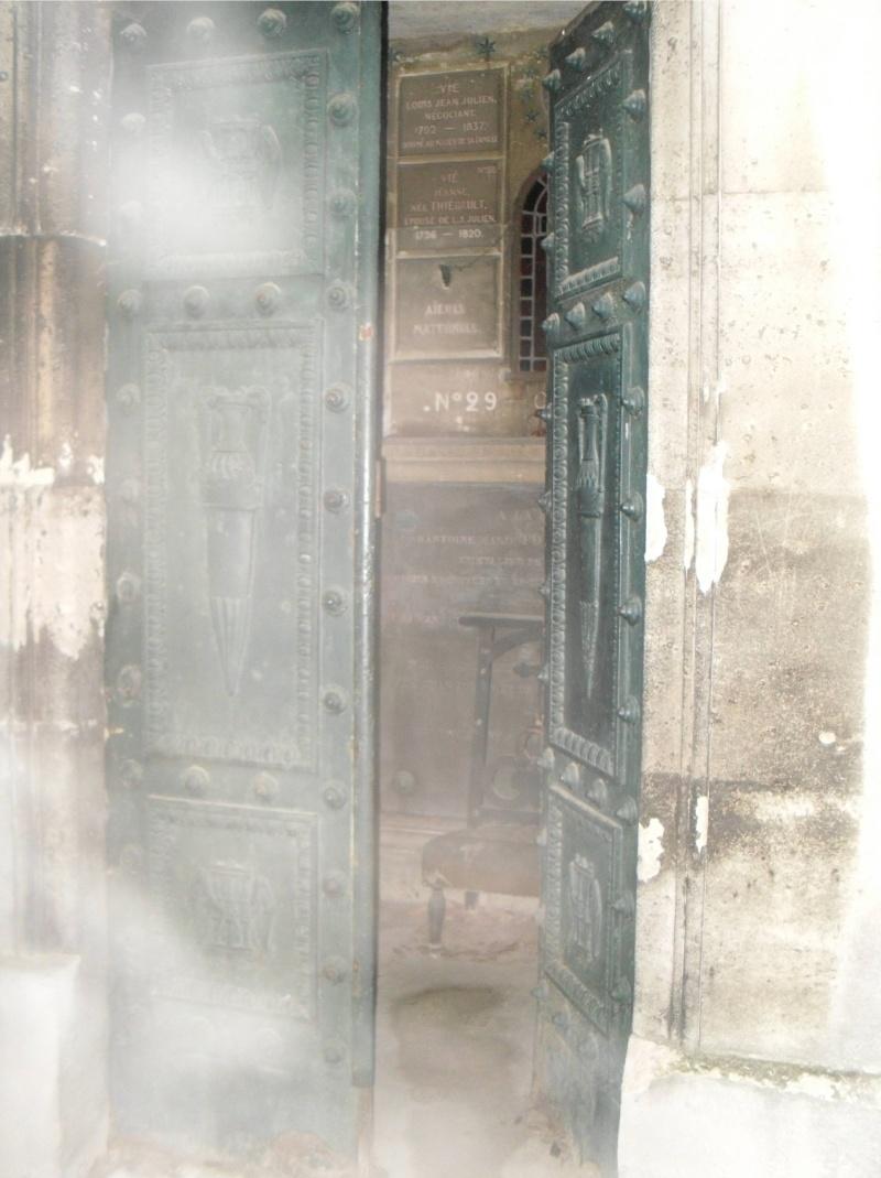 Le fantôme de Jim Morrison au cimetière Père-Lachaise Appari10