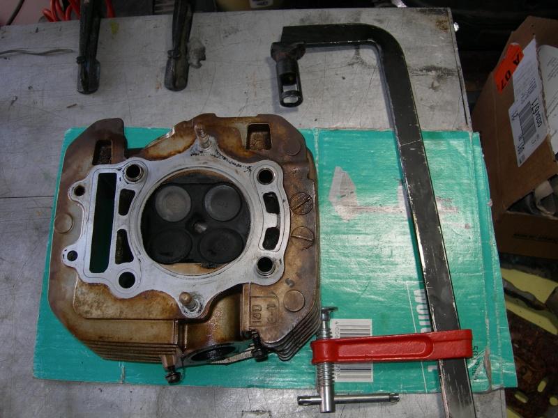 Revisione gommini guidavalvole e smerigliatura sedi Dscn7114