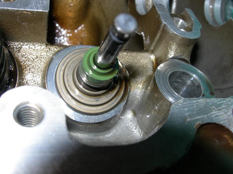 Revisione gommini guidavalvole e smerigliatura sedi Dscn7119