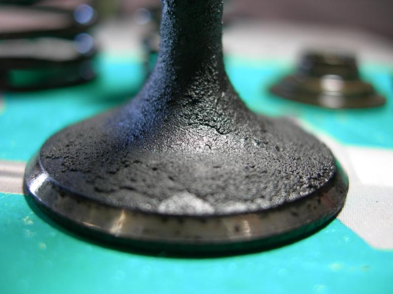 Revisione gommini guidavalvole e smerigliatura sedi Dscn7120