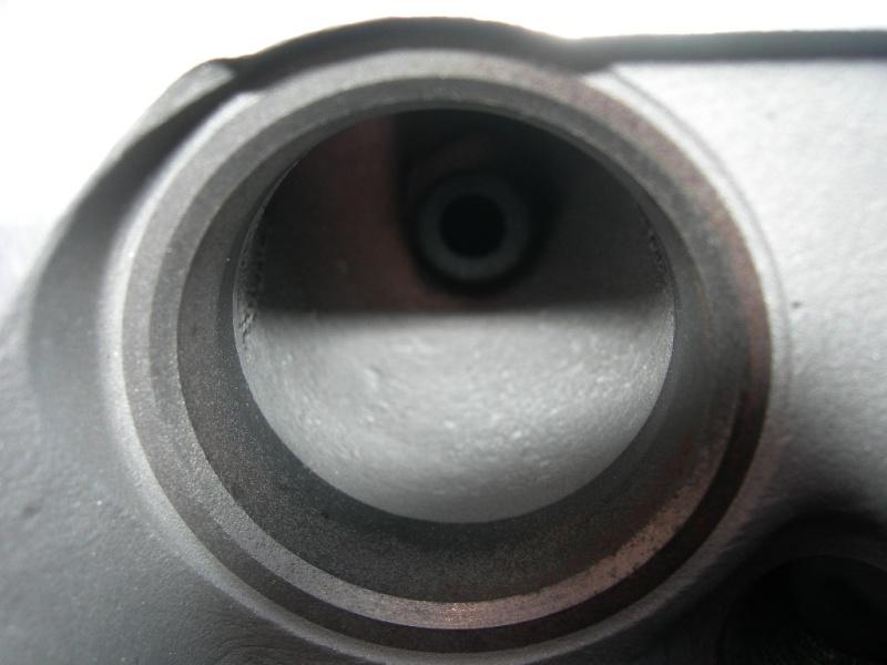 Revisione gommini guidavalvole e smerigliatura sedi Dscn7124