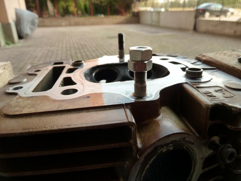 Revisione gommini guidavalvole e smerigliatura sedi P1030912
