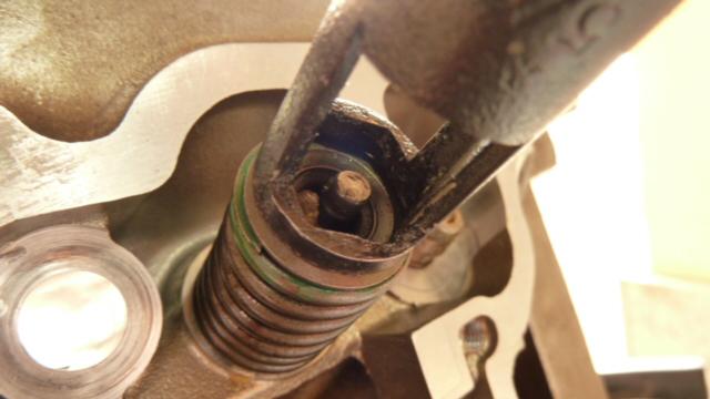 Revisione gommini guidavalvole e smerigliatura sedi - Pagina 2 P1040019