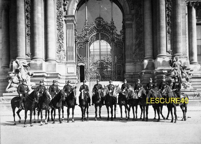 Casque en liège de la Police Parisienne 1675t10