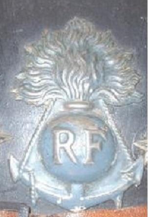 Authenticité insigne modèle 1915 Colo - casque modèle 1926 Non_re10