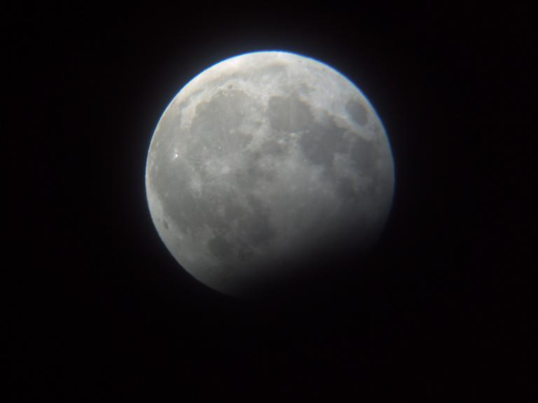 رصد آخر خسوف للقمر في عام 2009.. Pict0011