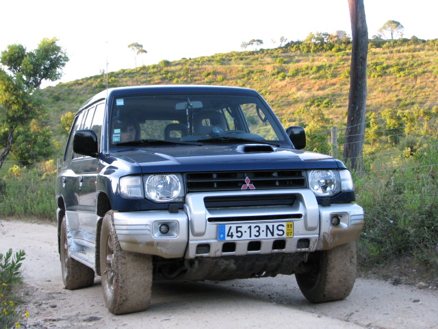 Mitsubishi Pajero 2.8 GLS 1999+Nissan Terrano I 2.7 TD 1995 06110