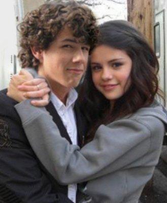 """Selena Gomez: """"El chico que me gusta sigue amando a su ex""""  x( M10"""