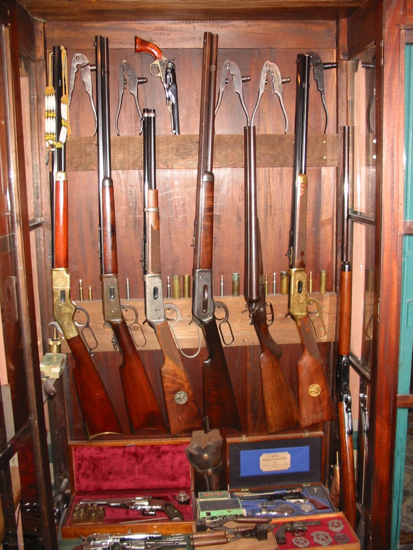 Présentation de vos armes de poing - supports - vitrines 100-0010