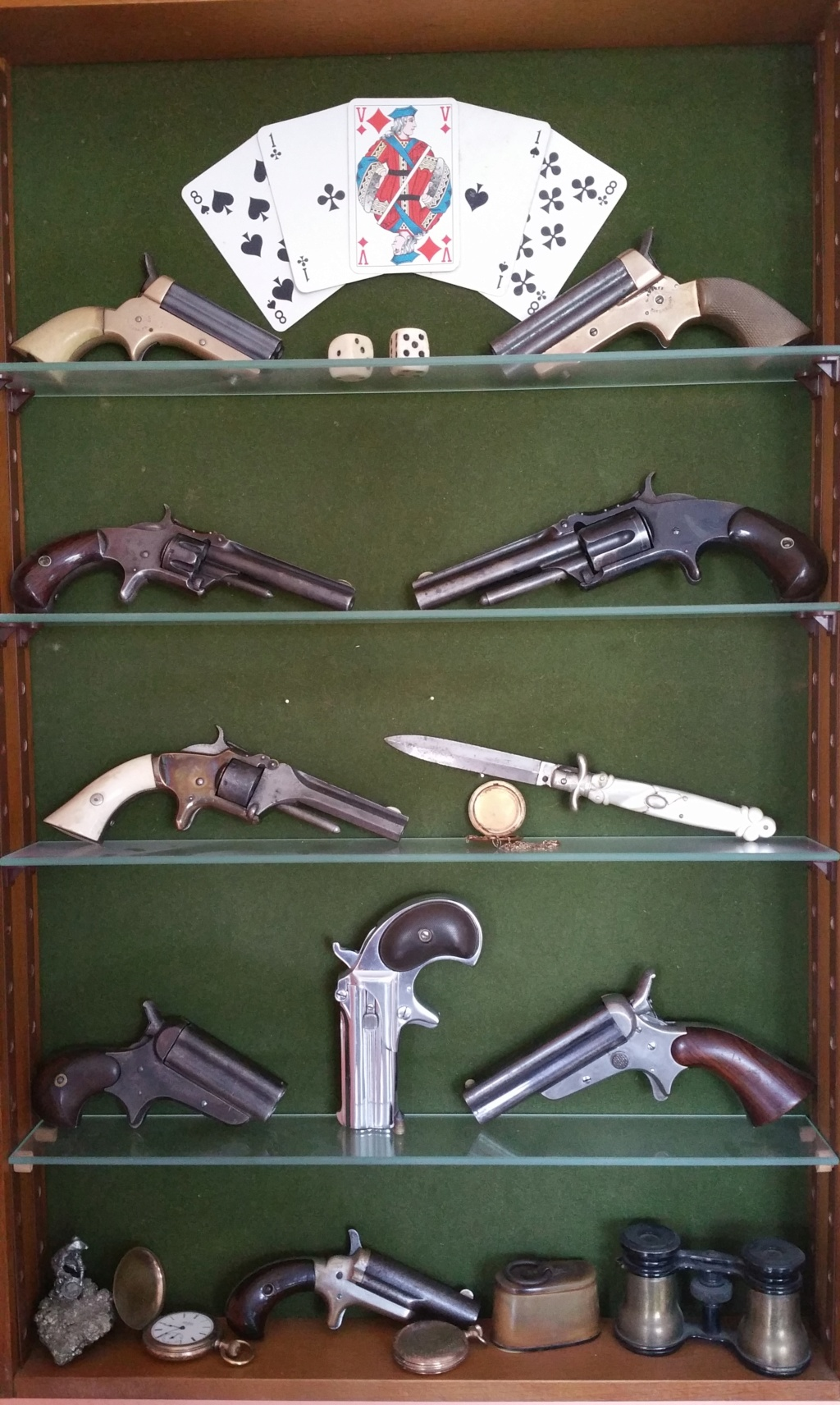 présentation de ma collection d'armes anciennes - Page 2 Vitrin10