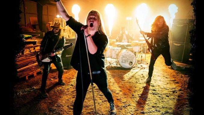 """JUNKYARD DRIVE (hard rock )nouvelle vidéo et son nouveau single, """"Let It Burn"""". Aaa476"""
