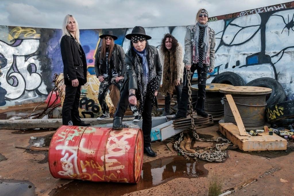 PLASTIC TEARS (Sleaze Glam Punk Rock'n'Roll)Anthems For Misfits,le 26 Mars 2021  Aab120
