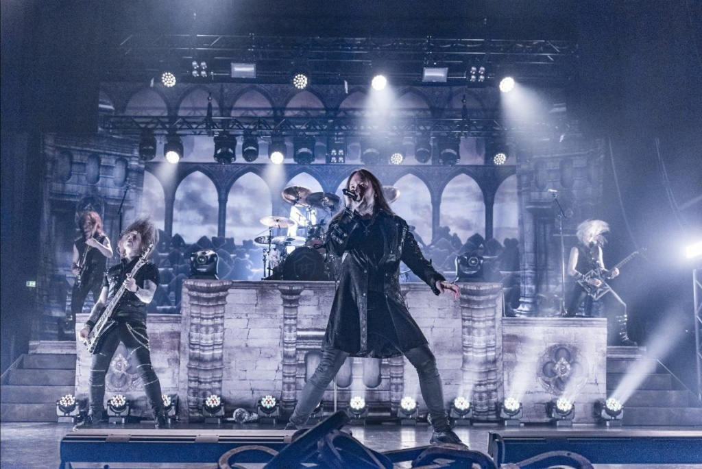 HAMMERFALL:  Live! Against The World pour le ...... W0130
