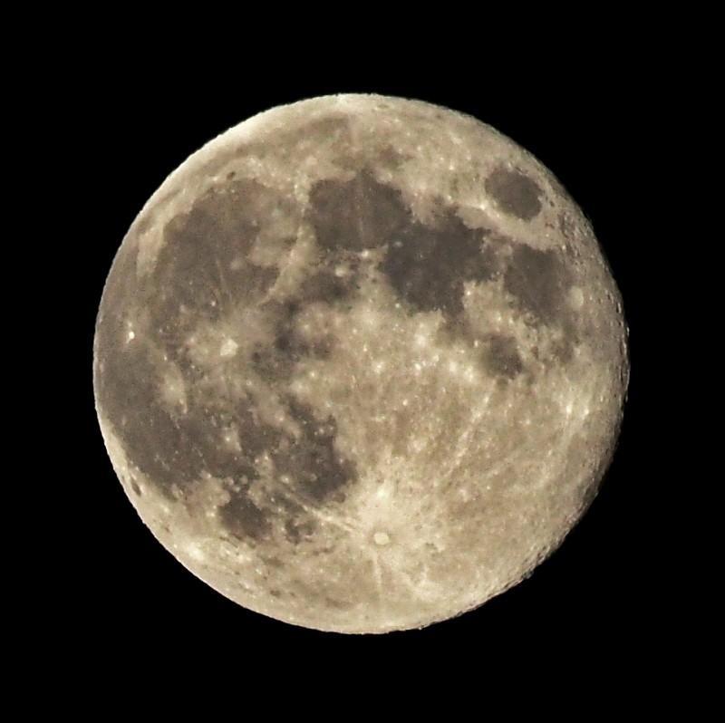 Essai de lune Lune1110