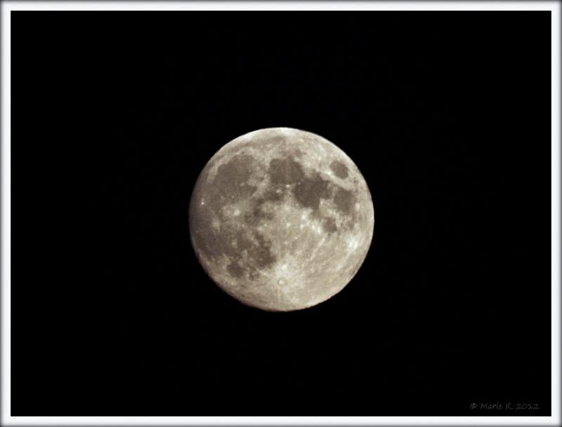 lune vu par Marie + 1 + 1 Pa283710