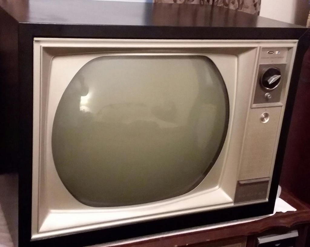 1963 Admiral 24A2 roundie color tv Admira10