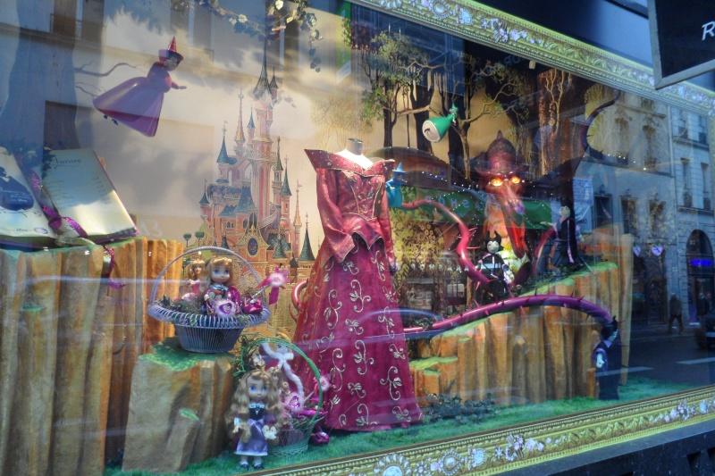 Disney pop up store aux galeries lafayette (du 5/11/2012 au 5/01/2013 ) - Page 5 Sam_1012