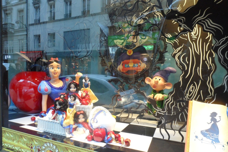 Disney pop up store aux galeries lafayette (du 5/11/2012 au 5/01/2013 ) - Page 5 Sam_1013