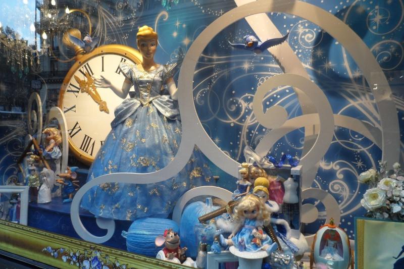 Disney pop up store aux galeries lafayette (du 5/11/2012 au 5/01/2013 ) - Page 5 Sam_1014