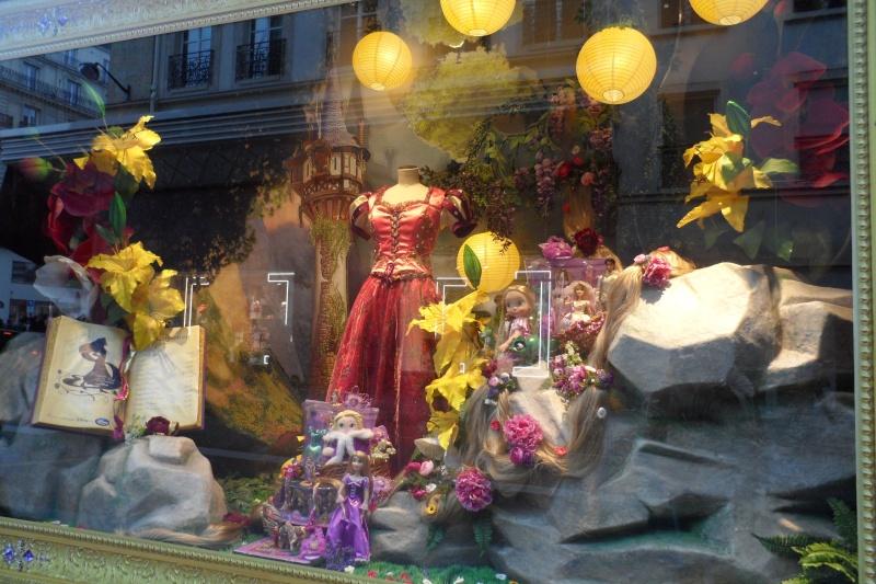 Disney pop up store aux galeries lafayette (du 5/11/2012 au 5/01/2013 ) - Page 5 Sam_1015