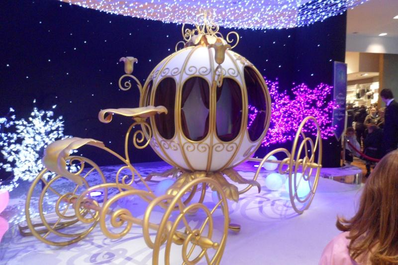 Disney pop up store aux galeries lafayette (du 5/11/2012 au 5/01/2013 ) - Page 5 Sam_1017