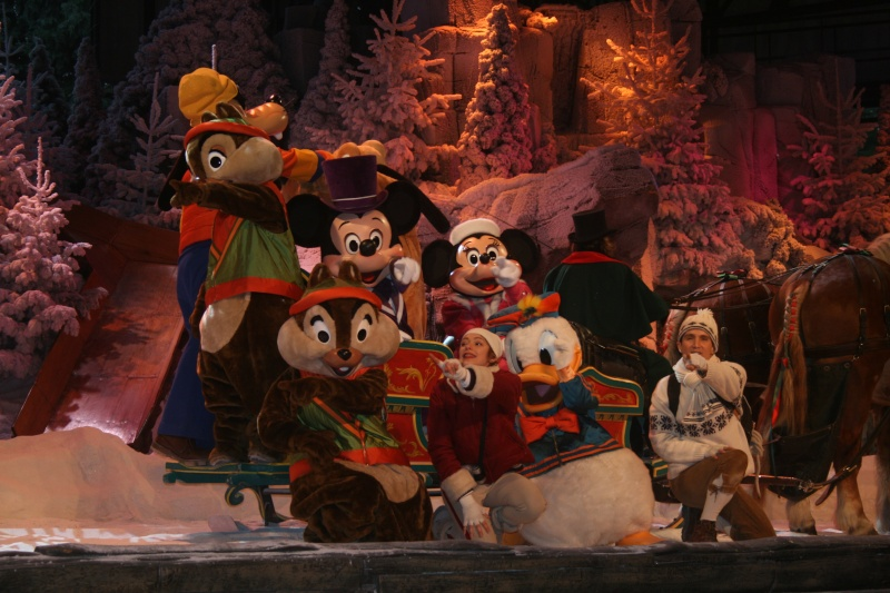Spectacle Mickey et la magie de l'hiver Img_2911