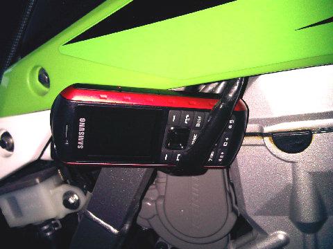 Handphone pendukung KLX 250 nih.... Img00410