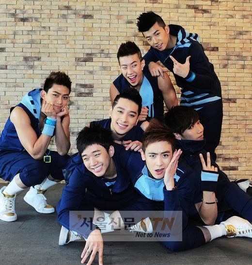 2PM (хамтлагаараа авахуулсан зурагнууд) 2pm00810