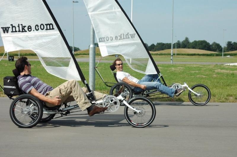Le whike un mélange entre le vélo et le char à voile...  Whike10