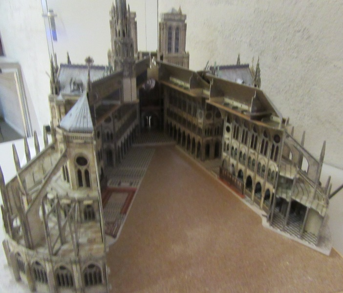 Kathedrale Notre Dame, 1:250, L'Instant Durable Img_3420