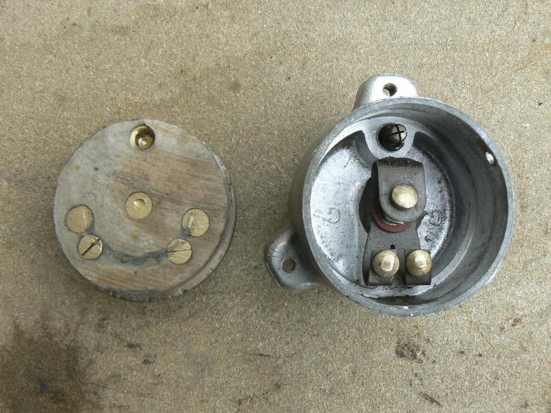 """Bouton d'arrêt moteur: avec ou sans blocage en position """"arrêt""""? P1080910"""