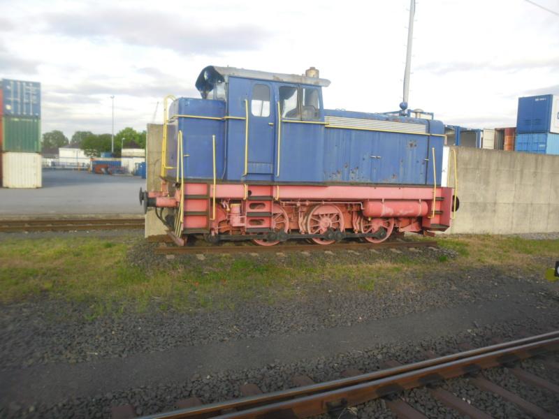 Abgestellte Lok im Wormser Hafengebiet. Sam_2512