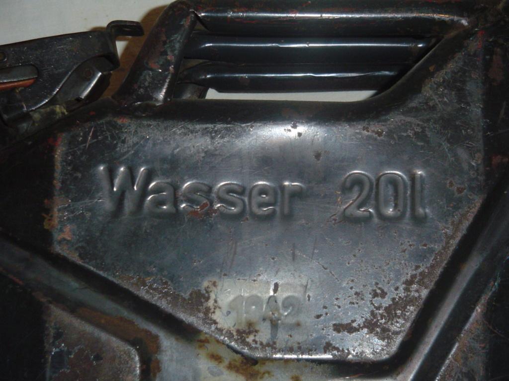 Wehrmacht Wasserkanister  - Page 3 Jerryc11