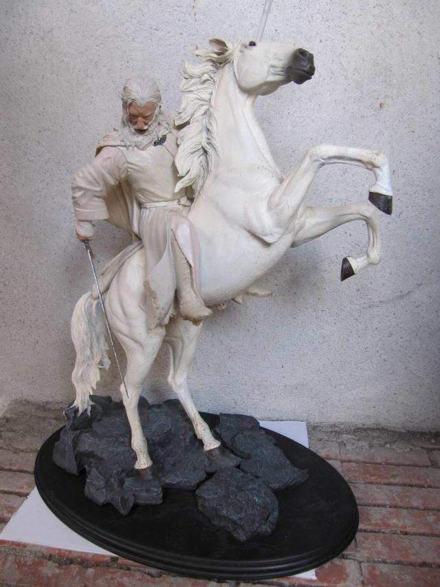 repaint statue weta sideshow bowen . Img_9326
