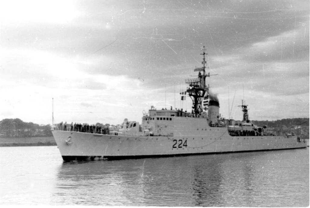 ROYAL CANADIAN NAVY - LES DESTROYERS Algonq10