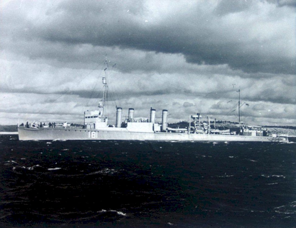 ROYAL CANADIAN NAVY - LES DESTROYERS St_cro10
