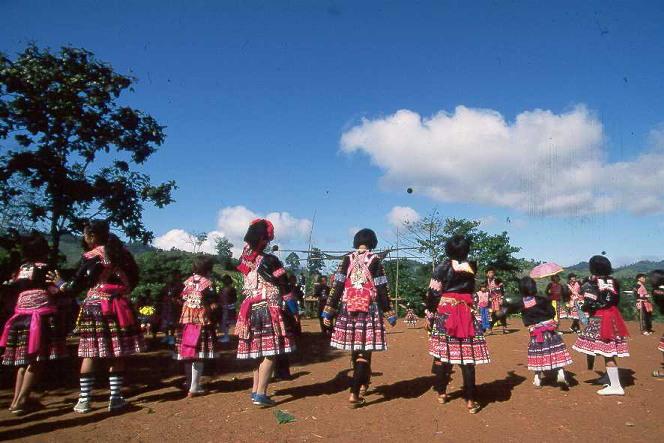 Hlub Hmoob lub Tsev xyaum ua neeg zoo. - Page 2 Hmong_10