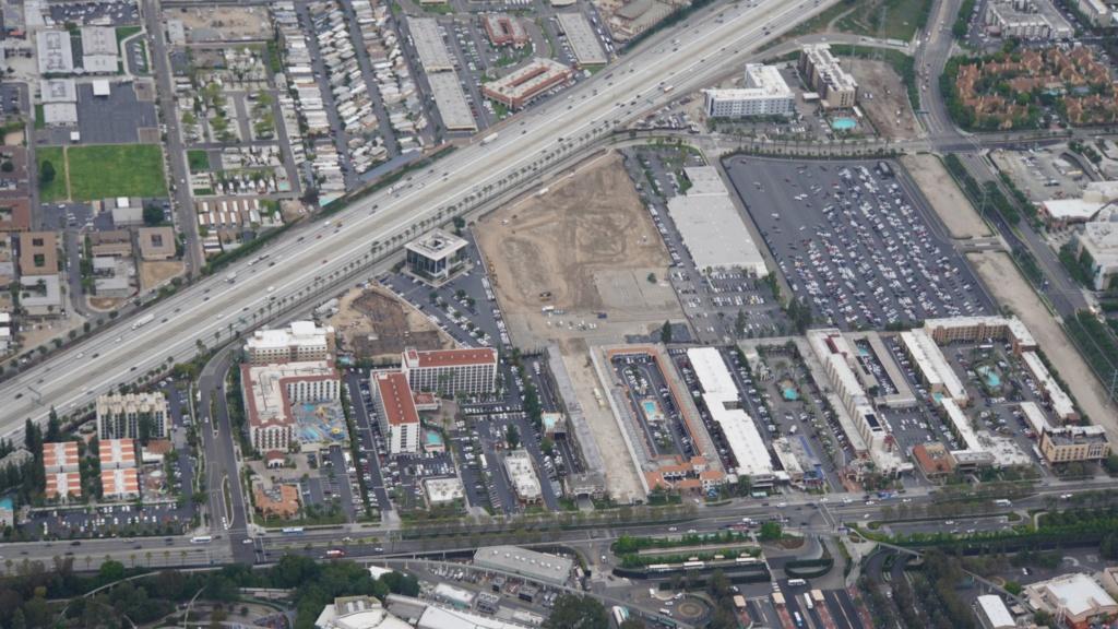 [Disneyland Resort] Projet de troisième parc et nouveaux parkings - Page 7 D6cjqk10